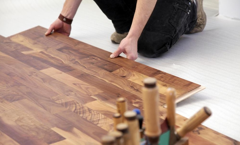 repairing-drying-laminate-floors